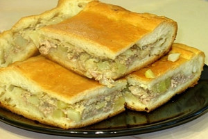 Пирог с картошкой и курицей
