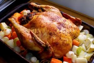 Курица на овощной подушке в духовке