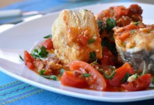 Рыба с овощами в томатном соусе