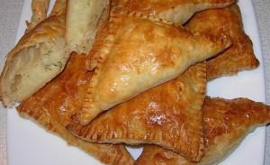 Пирожки из слоеного теста с картошкой