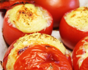 фаршированные помидоры в духовке с курицей
