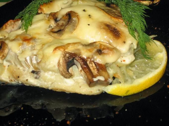 Запеченная рыба с грибами