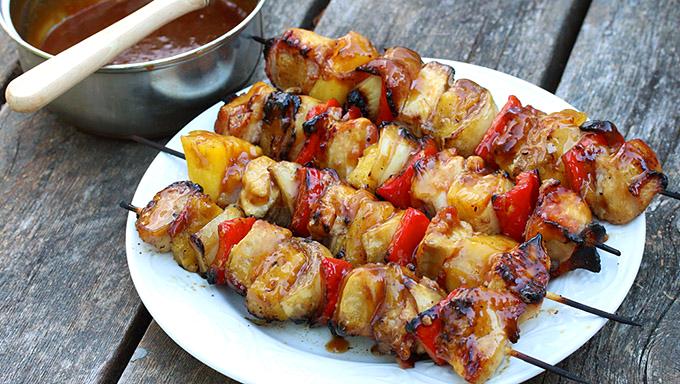 Курица с ананасом на шпажках в духовке рецепт