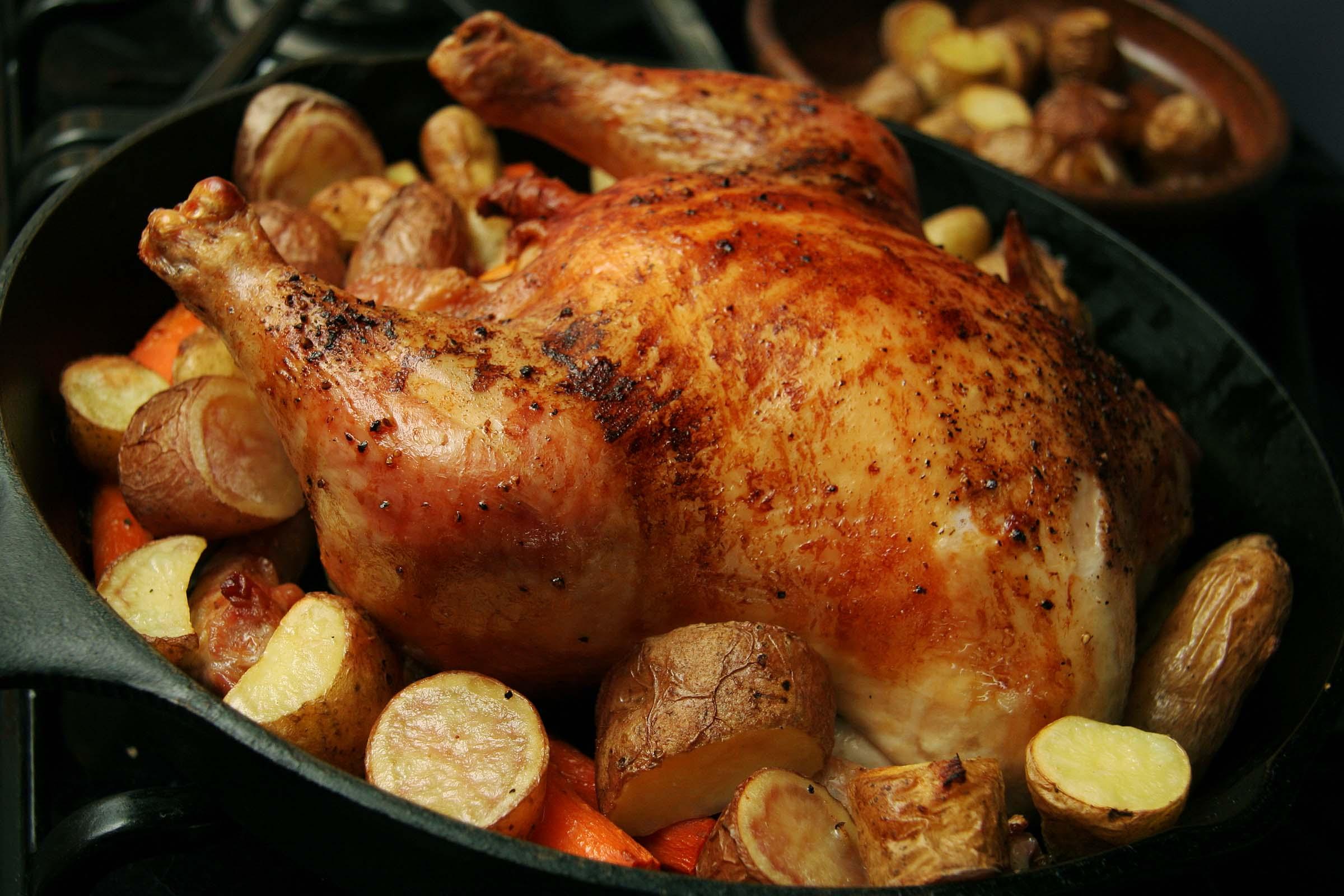 Курица в духовке целиком с овощами