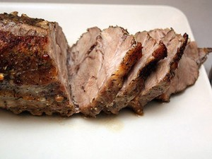 Мясо в духовке с чесноком