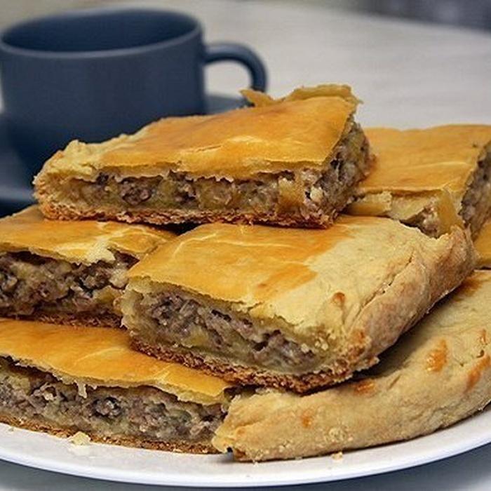 Пирог с луком и мясом в духовке рецепт