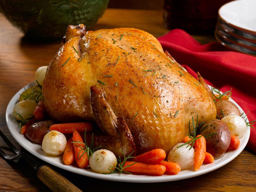 Как приготовить курицу в духовке целиком в рукаве