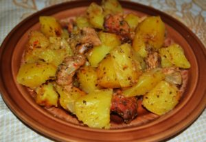 Мясо запеченное в духовке с сыром и картофелем рецепт