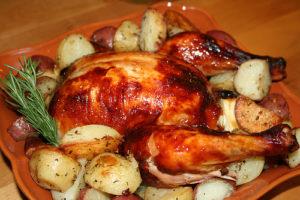 запеченная с картошкой курица
