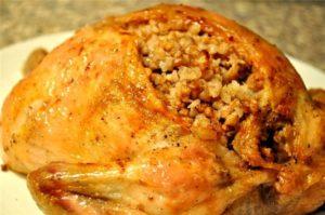 Фаршированная курица в духовке с начинкой из риса и грибов