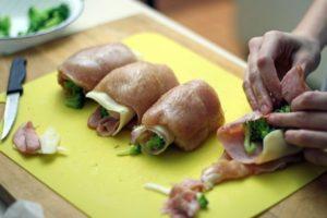 Фаршированные куриные грудки в духовке