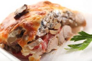 мясо с сыром и грибами в духовке