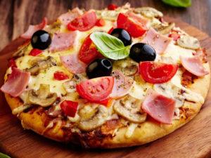 пицца в духовке с колбасой и грибами