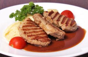 стейк из свинины запеченный в духовке