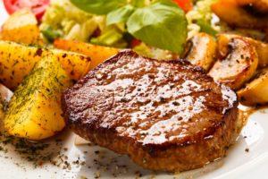 стейк из свинины в духовке с картошкой