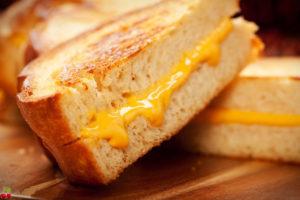 горячие бутерброды в духовке с сыром