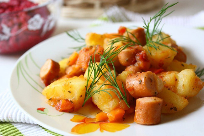 сардельки с картошкой