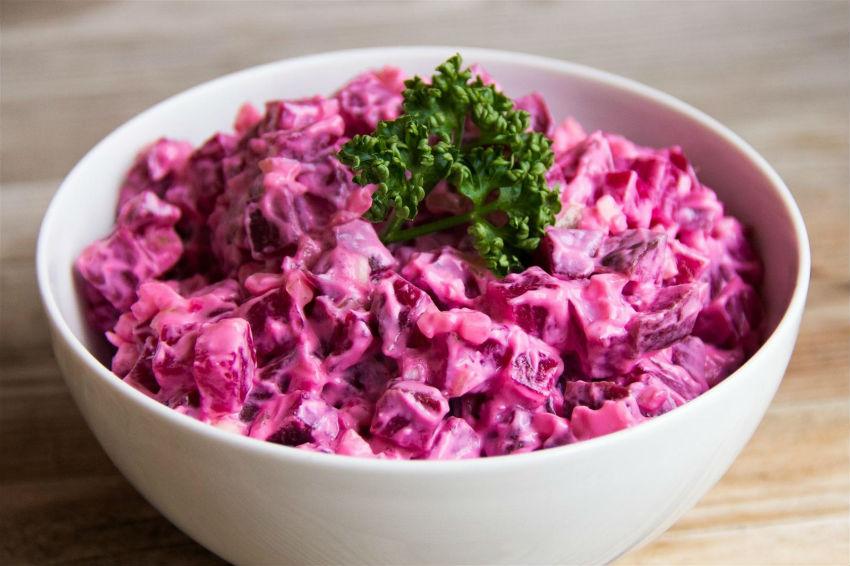 Как сделать салат из свёклы с чесноком и майонезом