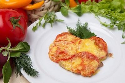 Куриное филе с ананасом помидором и сыром рецепт