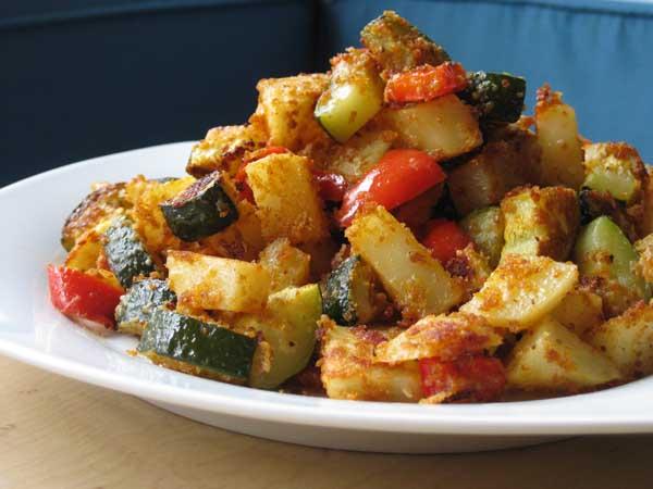 Картошка с овощами в духовке рецепт с пошагово в