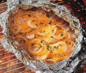 картошка с луком в фольге