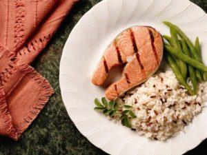 стейк семги с рисом