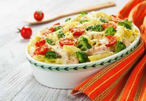 макаронная запеканка с курице и овощами