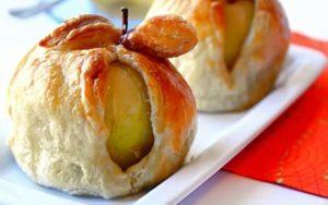 печеные яблоки в тесте