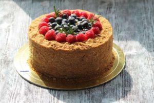 торт в духовке медовик