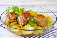 Бедрышки с картошкой в духовке