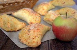 Рецепт пирожков с яблоками в духовке