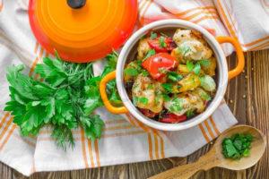 овощи с мясом в горшочках в духовке