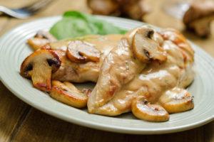 курица в сметанном соусе в духовке